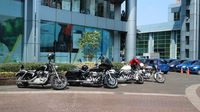 Moge Harley ramaikan konvoi parade bola raksasa