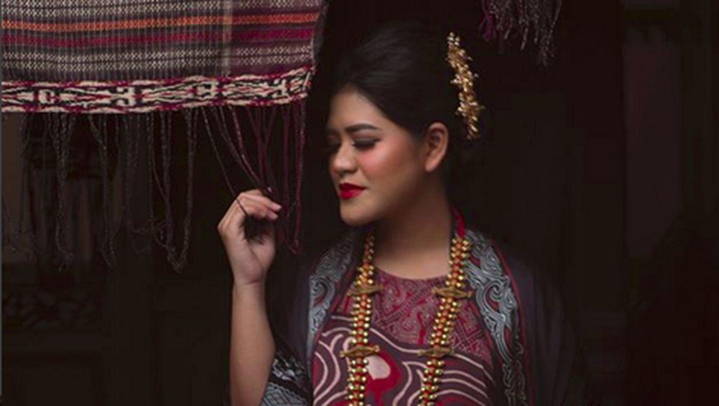 Anggunnya Kahiyang Ayu Jalani Foto Hamil Bernuansa Khas Batak