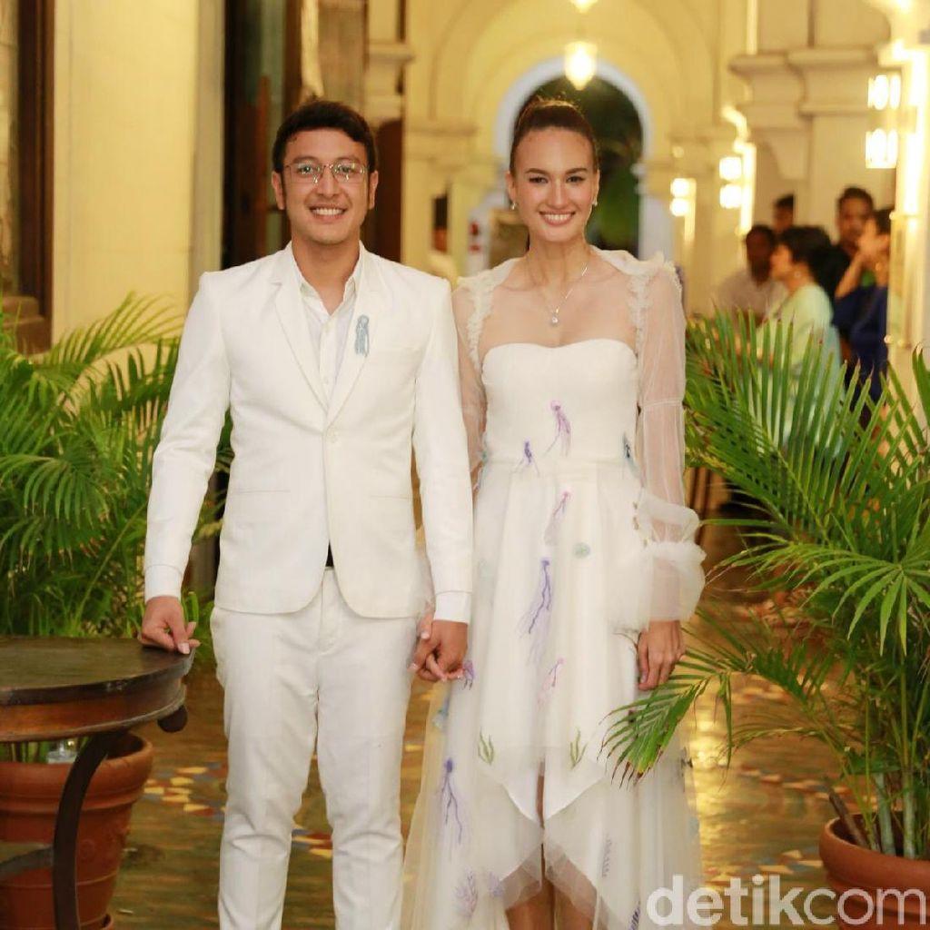 Wajah Happy Dimas Anggara dan Nadine Chandrawinata