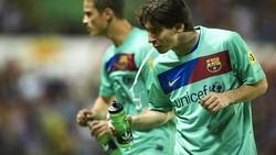 Menurut ahli para atlet yang memuntahkan kembali minumannya kemungkinan melakukan carb rinsing. Dipercaya teknik ini memiliki efek positif untuk pemain.