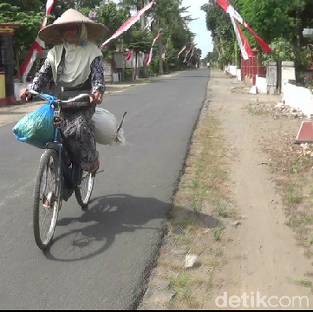Demi Haji, Nenek Penjual Bunga Kenanga Bersepeda 20 Km Tiap Hari