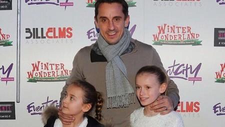 Akrabnya Eks Pemain Manchester United Gary Neville dan 2 Putrinya