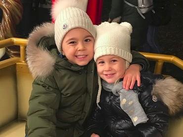 Rukun selalu ya jagoan cilik serta gadis kecilnya Ayah Ivan dan Bunda Josipa. (Foto: Instagram/ @joop8)