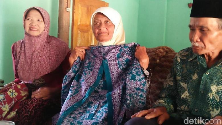 20 Tahun Nabung, Mimpi Nenek Penjual Bunga Kenanga Naik Haji Kesampaian