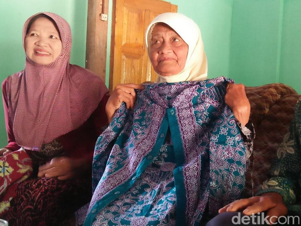 20 Tahun Menabung, Mimpi Nenek Penjual Bunga Kenanga Kesampaian