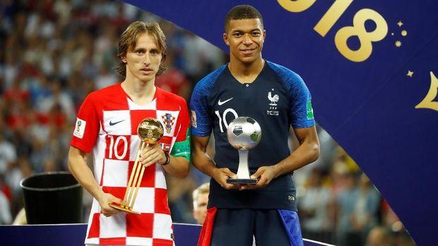 Setelah menjadi Pemain Terbaik Piala Dunia 2018 dan Pemain Terbaik Eropa, Modric dijagokan jadi peraih Ballon d'Or.