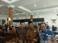 TGB berpose bersama Mahfud Md dan Komarudin Hidayat.