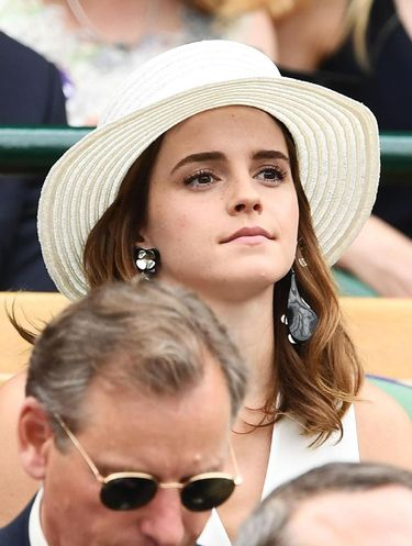 Meghan Markle dan Emma Watson Pakai Celana Sama, Siapa Lebih Stylish?