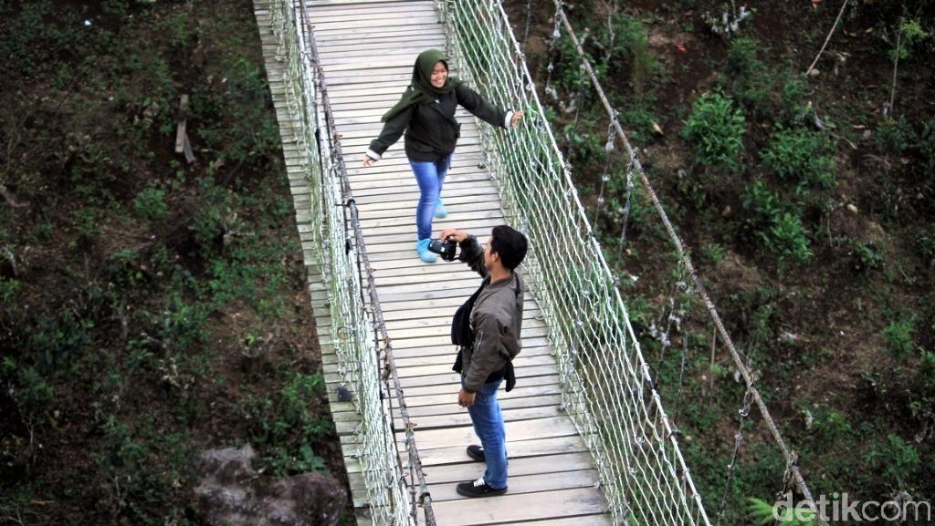 Jalan-jalan ke Jembatan Gantung Situ Gunung Sukabumi, Pas untuk Wisata