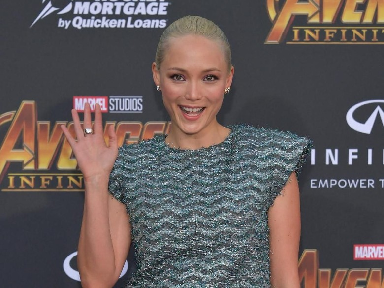 Mantis Guardians of The Galaxy Rayakan Kemenangan Prancis
