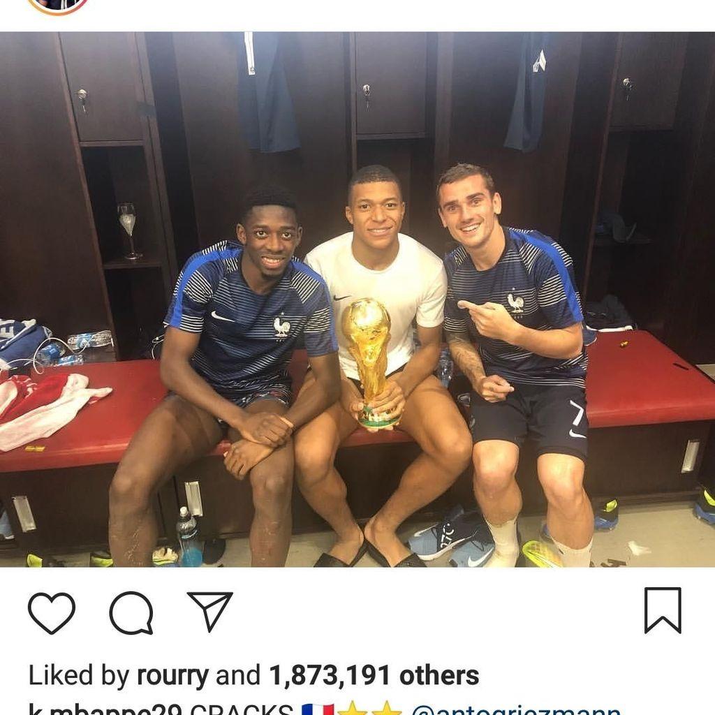 Gaya Para Bintang Prancis Pamer Piala Dunia di Instagram