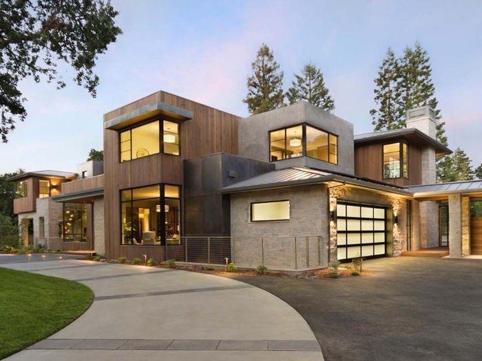 Rumah yang berdiri di kawasan elit ini memiliki lahan seluas 13.014 kaki persegi. Businessinsider/ Todd Clancey.
