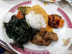 Lamak Bana! Nasi Rames Cincang Kambing dengan Sambal Goreng Ati