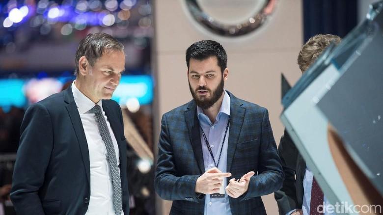 CEO Porsche Oliver Blume dan Mate Rimac (Kanan) Foto: Rimac