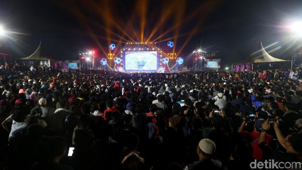 Kebyar Kemeriahan Konser Piala Dunia Bareng TransMedia