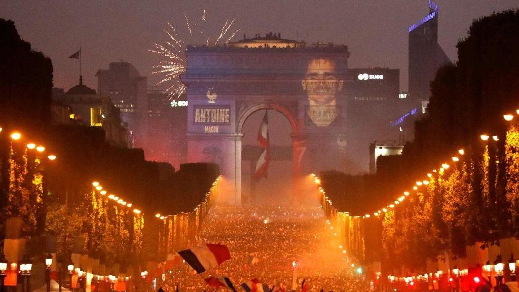 Semarak Perayaan Suporter Perancis Jadi Juara Piala Dunia 2018
