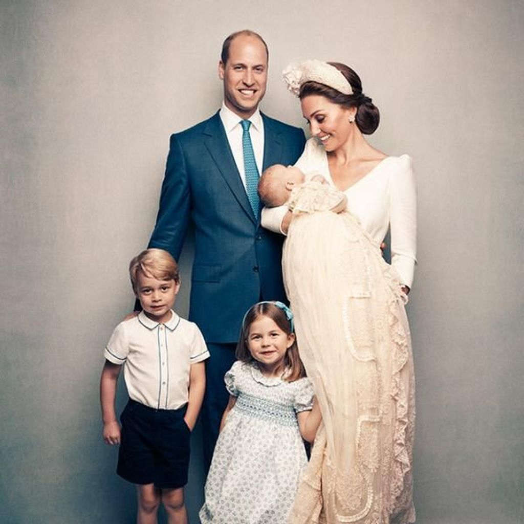 Perbedaan Foto-foto George, Charlotte, dan Louis Saat Pembaptisan