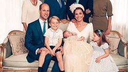 Pangeran George-Putri Charlotte Curi Perhatian di Foto Keluarga Terbaru