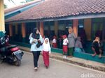 Suasana Hari Pertama Sekolah Dasar di Majalaya Bandung