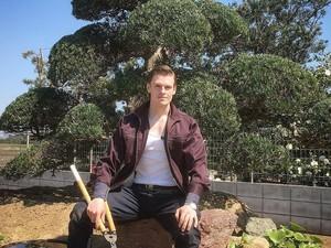 Sempat Viral di Medsos, Tukang Kebun Tampan dan Kekar Kini Muncul di TV