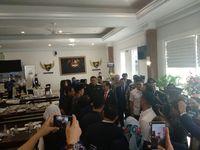 Jokowi bertemu TGB di acara NasDem.