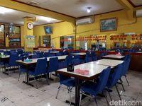 Mekar Jaya: Lamak Bana! Nasi Disuap dengan Cincang Kambing di Rumah Makan 24 Jam!