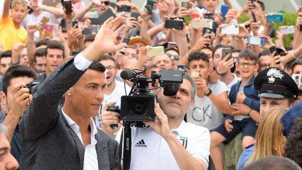 Cristiano Ronaldo sat tiba di Turin untuk melakukan tes medis.