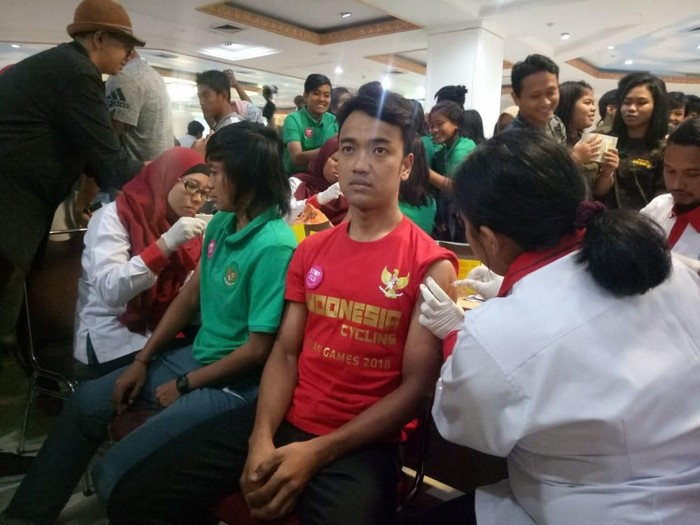 Para atlet Asian Games 2018 mendapat vaksin influenza. (Foto: Annisya Heriyanti/detikHealth)