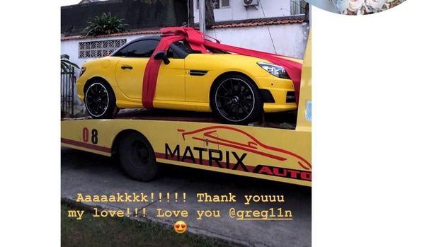 Mobil dari Greg Nwokolo untuk Kimmy Jayanti.