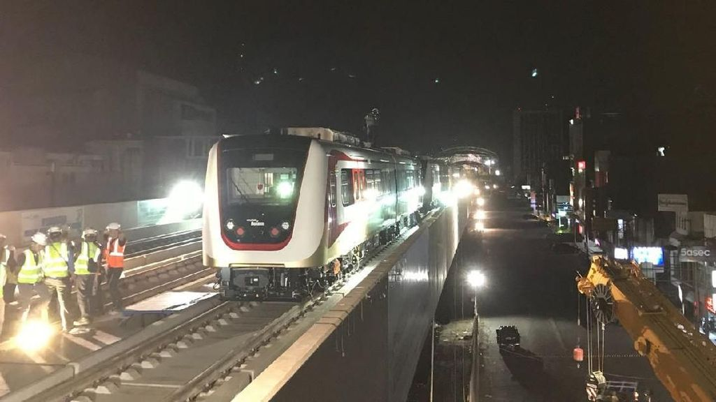 Kereta LRT Jakarta Kantongi Izin Layak Operasi