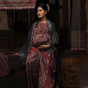 Pakai Tas Gucci, Gaya Kahiyang Ayu Pertamakali Nonton Jakarta Fashion Week