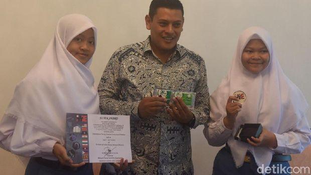 Aulia dan Sona bersama Wali Kota Kediri, Abdullah Abu Bakar. (Foto: Andhika Dwi)