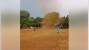 Viral Puting Beliung di Lapangan Bola Depok, Ini Penjelasan BMKG