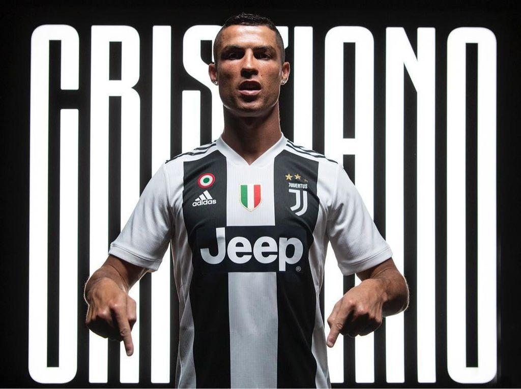 Potret tersebut diunggah persis setelah foto dirinya sedang mengenakan seragam Juventus ini. Foto: Instagram/cristiano