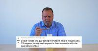 Sampah hingga Ikan Hidup, Pria Ini Makan Apa Saja yang Diminta Netizen
