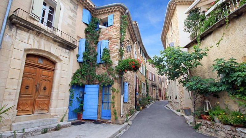 Provence, Prancis. Jalur pedesaan yang sempit, kebun anggur terpencil dan pemandangan ke Pegunungan Alpen, inilah tempat yang sempurna untuk melarikan diri dari hiruk pikuk kota (CNN Travel)