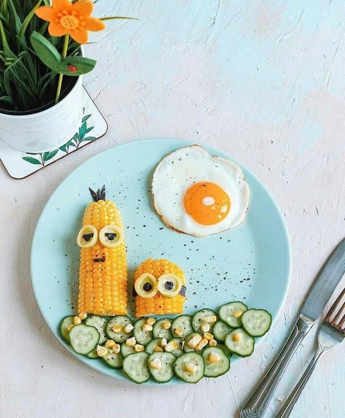 Gemas banget! Potongan jagung berwarna kuning yang disajikan dengan telur mata sapi dan mentimun ini sudah pasti disukai anak-anak. Berbentuk Minion, sepertinya mudah membuatnya. Foto: Instagram @manulad.foodart