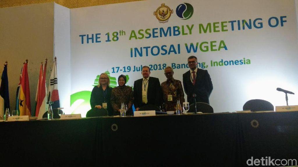 Risma Pamer Keberhasilan Tata Surabaya di Hadapan BPK 41 Negara