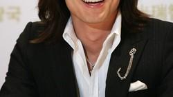 Ingin mengulang sukses film Meteor Garden, film remakenya sekarang muncul lho. Salah satu bintangnya, sosok Dao Ming Si alias Jerry Yan kini makin kekar.