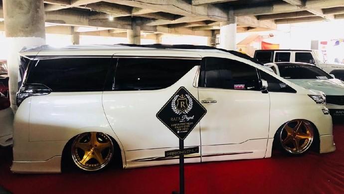 Zahroni Abdillah merombak tampilan Toyota Vellfire. Hasilnya selain memiliki tampilan keren siapapun yang melihat modifikasi ini bakal kesemsem.Foto: dok. Zahroni