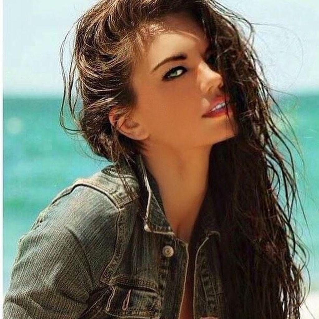 Cantiknya Mara Martin, Model yang Menyusui Bayi di Catwalk