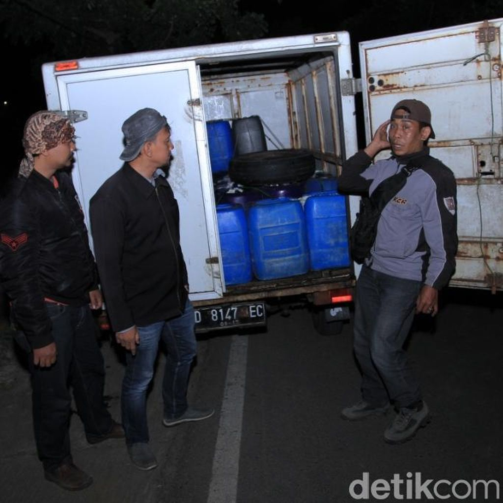TNI Berhasil Gagalkan Peredaran 50 Jeriken Tuak di Bandung