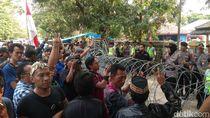 Massa Geruduk KPU Pertanyakan Surat Suara Pilbup Cirebon Hilang