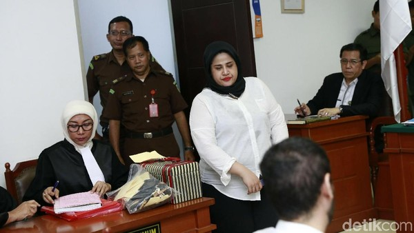 Tuntutan 2 Tahun Rehabilitasi Bikin Dhawiya Keberatan