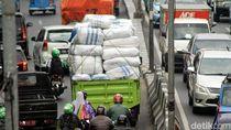 Tok! Mulai Besok Truk Gendut Dilarang Lewat Tol Jakarta-Bandung