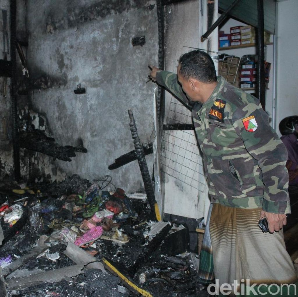 Diduga Korsleting, Kios di Pasar Arjowinangun Pacitan Terbakar