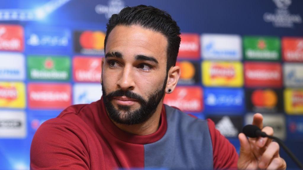Absen Latihan tapi Main Gulat di TV, Adil Rami pun Dipecat Marseille