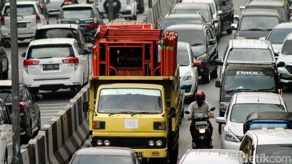 Meski Dilarang, Truk Obesitas Masih Berkeliaran di Jakarta