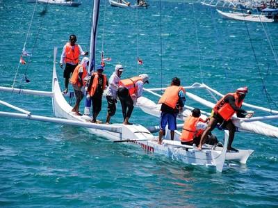 Serunya Wisata Bahari dan Olahraga di Sandeq Race Festival