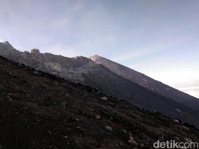 Gunung Slamet Berstatus Waspada, Ini Imbauan Buat Pendaki